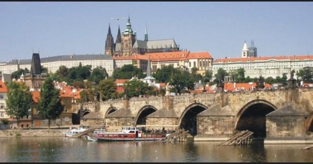 PRAHA -  2 noci pro 2 v perfektním hotelu INTURPRAG *** na metru v blízkosti 02 arény (Praha-Vysočany) s 5 pivy jenom za 50 EUR!