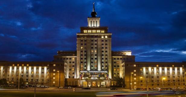 Koncert známých melodií MOZART VIVALDI SMETANA aj. v unikátním prostředí Hotelu International**** v Praze 6 - Dejvicích už v neděli 6.11.2016 od 18:30 h. Spojte nádherný kulturní zážitek s prohlídkou zajímavé architektury.
