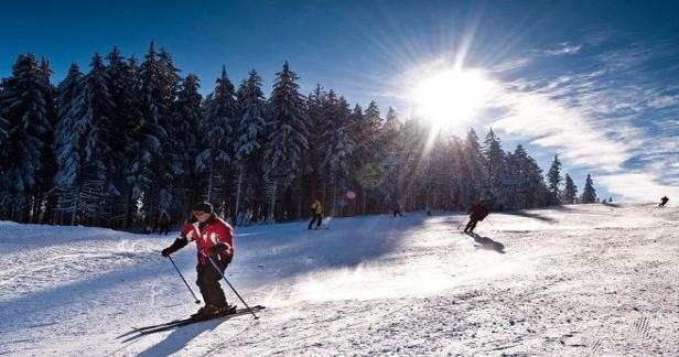 Zimní lyžovačka u Lipna. 4 dny s polopenzí pro 2 a Lipno Card v Hotelu Swing*** v pokojích s novou koupelnou jen za 3299 Kč. Až do dubna. Lyžování i na Hochfichtu.