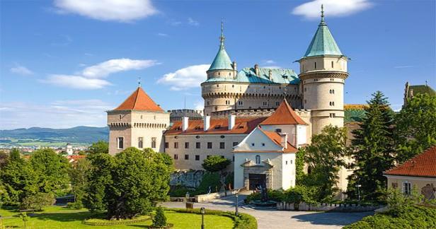 Lázně Bojnice na Slovensku i v létě: 3 dny pro 2 s polopenzí a wellness v útulném hotelu Regia*** v krásném slovenském městečku jen za 2398 Kč o víkendech!