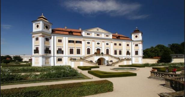 Nádherné léto na Jižní Moravě v hotelu Panon v Hodoníně 3 dny pro dva s chutnou polopenzí, koupalištěm a slevami na aktivity až do konce září