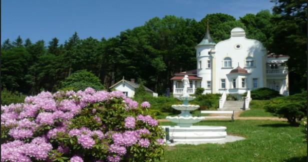 Český les - víkendový pobyt na 3 dny - 2 noci v Zámečku Milada s polopenzí a krásnou neporušenou přírodou kolem a nádhernou zahradou kolem zámečku za skvělou cenu.