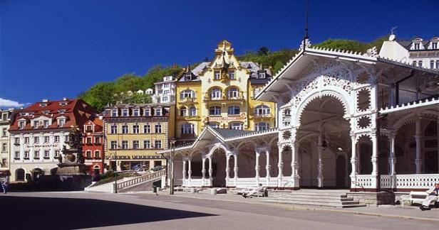 Karlovy Vary podzimní Hotel Heluan & Ester**** přímo na kolonádě - 3 dny pro 2 s polopenzí, masážemi a bazénem nebo Muzeem Becherovky v našich nejkrásnějších lázních.