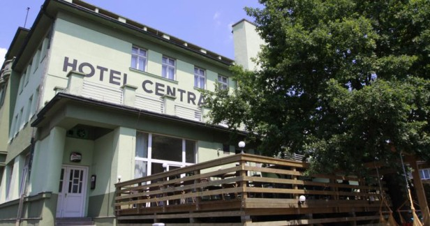 Zimní wellness pohoda v hotelu Central v Klatovech až do konce února 3 dny pro 2 s kvalitní polopenzí, finskou saunou a vnitřním bazénem